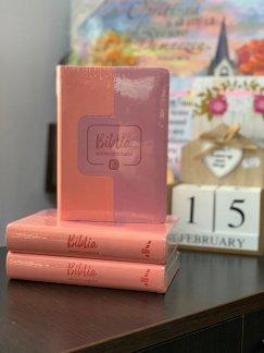 - Biblia adolescentului- coperta roz